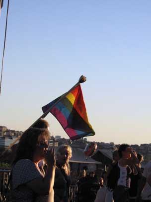 Regnbågsflaggorna var många