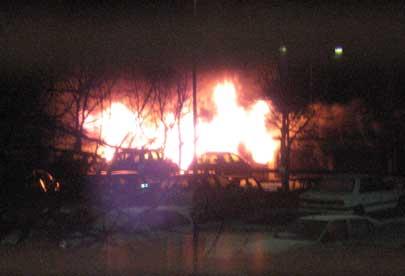 Garagelänga brinner på Fornbacken, Södertälje
