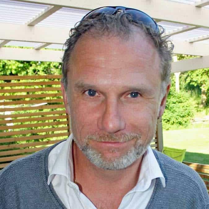 Magnus R Lindgren